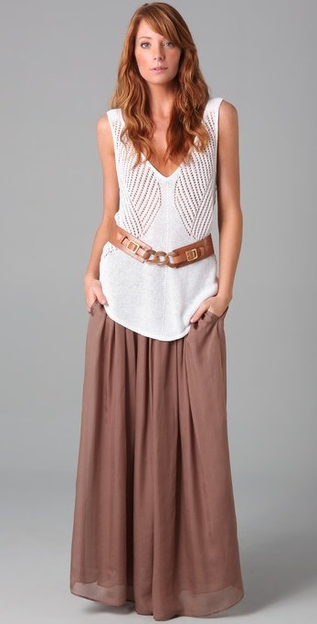 how to wear maxi skirt flowy top How to wear a maxi skirt