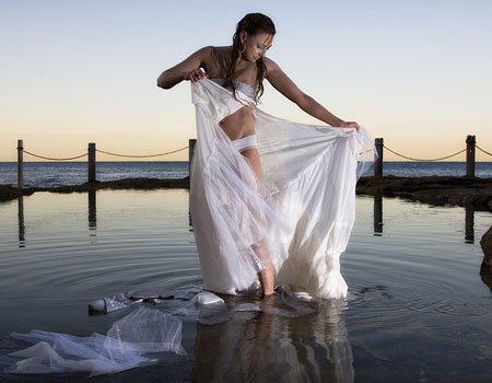 bride ripping off dress in water2 Wedding Trends: Trash the Dress