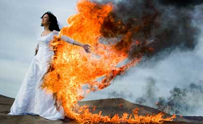 trash the dress wedding trend Wedding Trends: Trash the Dress