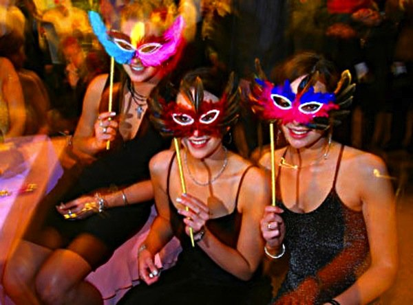 {Wedding Wednesday} Themed Bachelorette Party Ideas
