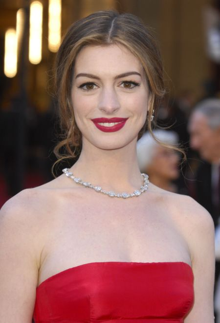 Oscars 2011 Anne Hathaway Was Paid 750 000 to Wear Tiffany s Diamonds 2 A Word About Sponsors