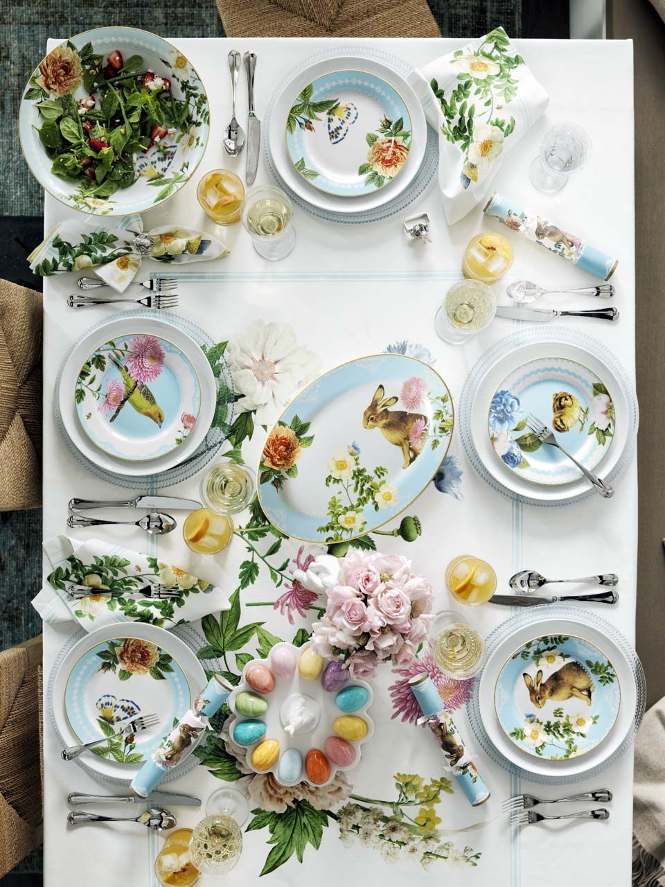 williams sonoma easter tablescape idea. Click to see even more Easter decorating ideas!