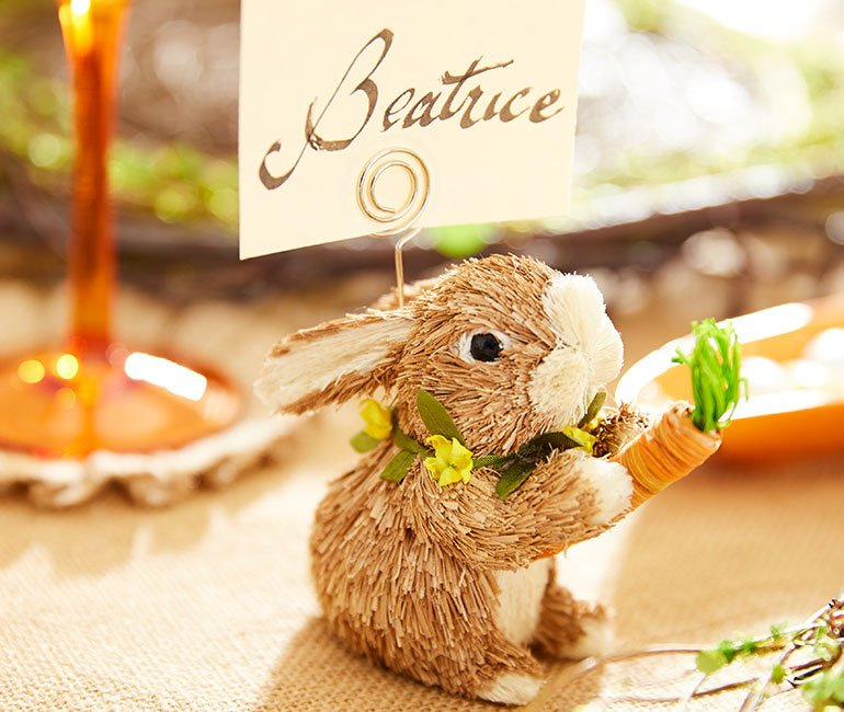 cute bunny place card holder for an easter tablescape! Click to see even more Easter tablescape ideas