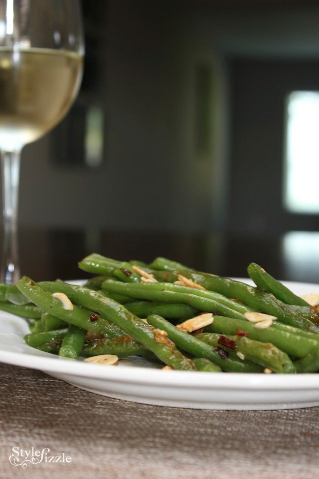 Garlic sauteed green beans shallot almond recipe {Foodie Fridays} Garlic Sautéed Green Beans with Shallots and Slivered Almonds