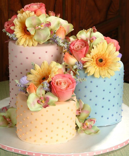 Mini Wedding Cake Ideas and Inspiration - Mini Cakes with Flowers