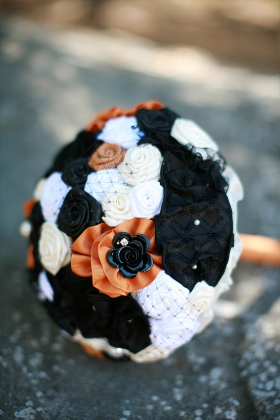 halloween-wedding-bouquet-orange-and-black-2