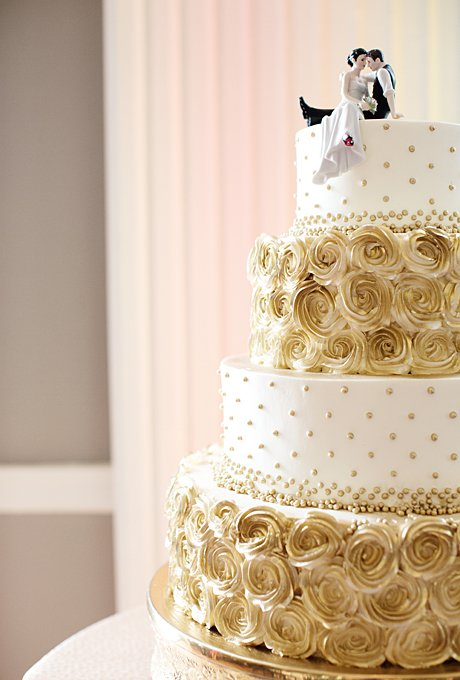 formal-beach-club-wedding-minnepolis-minnesota-cake