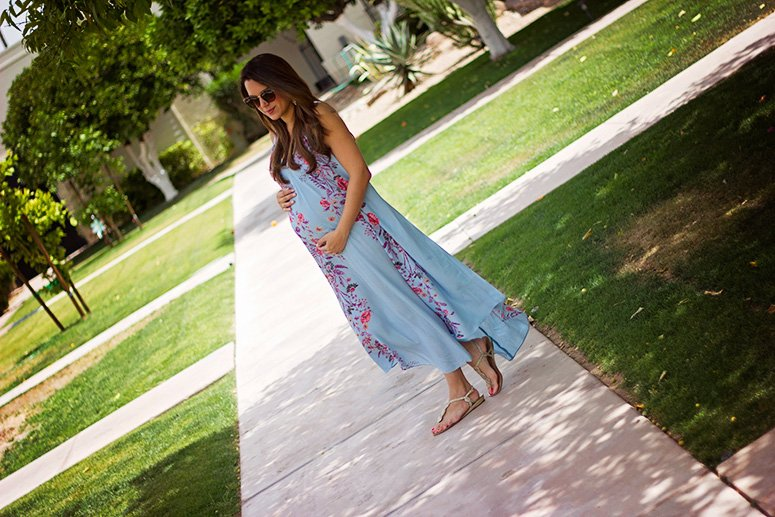 This Free People dress is very bump-friendly. Click to see how I styled this look.