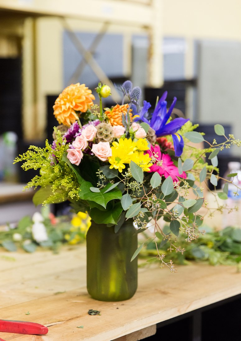 how to make your fresh cut flowers last longer and tips on how to arrange them. Click to read the tips in the post!