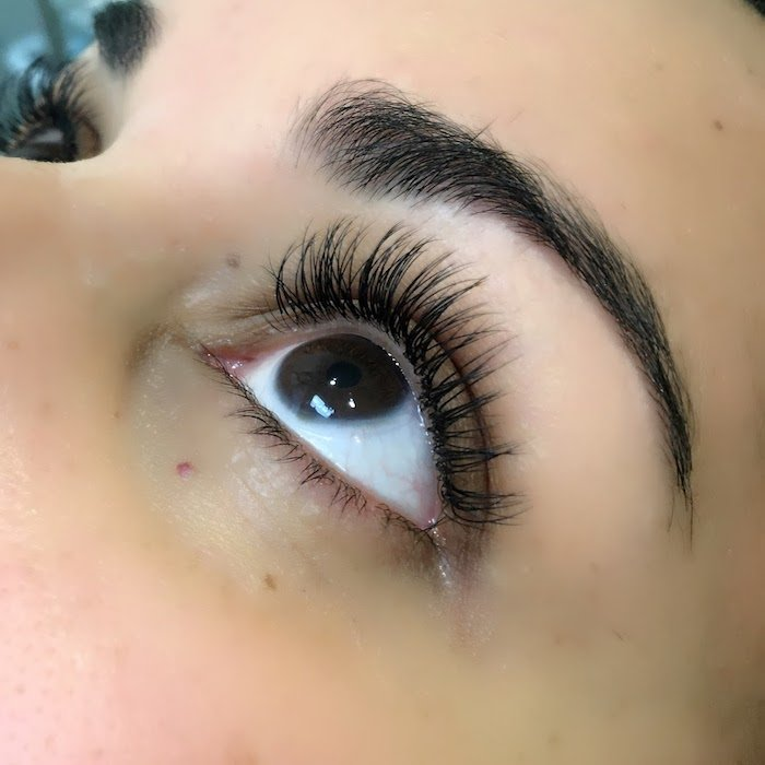 borboleta eyelash extensions, eyelash extensions review with everything you need to know about eyelash extensions.