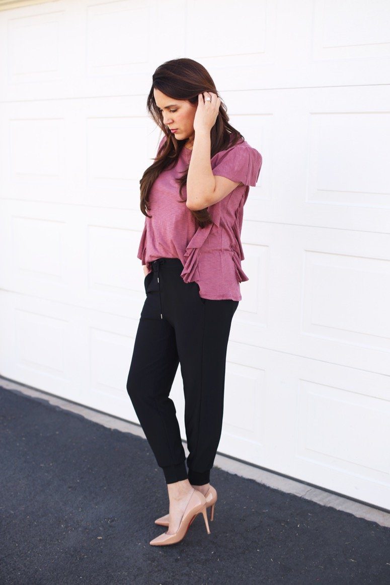 Mom style, love these black joggers! Dress like a mom at Evereve